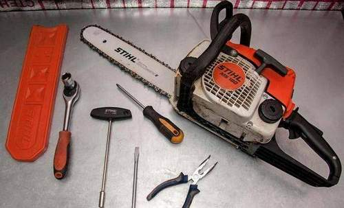 How to Assemble a Piston On a Stihl 180