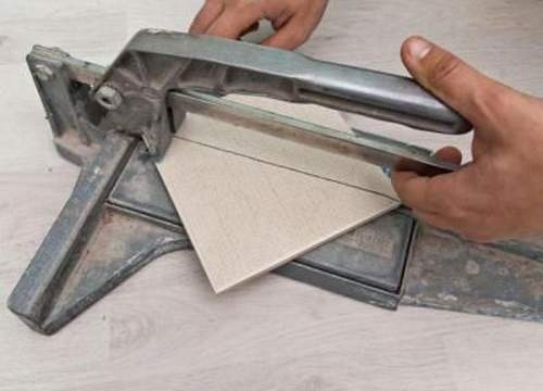 How to Cut Tiles with an Electric Tile Cutter