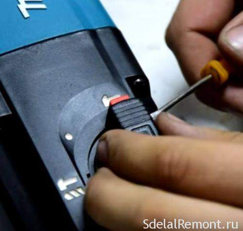 How to Disassemble a Makita Hr2450 Hammer Video