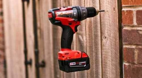 How to Insert a Bit into a Makita Screwdriver