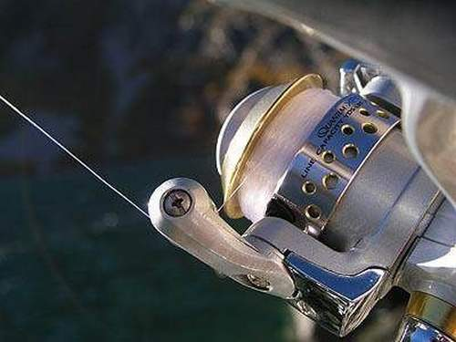 How to Lay a Fishing Line on a Trimmer Reel Correctly