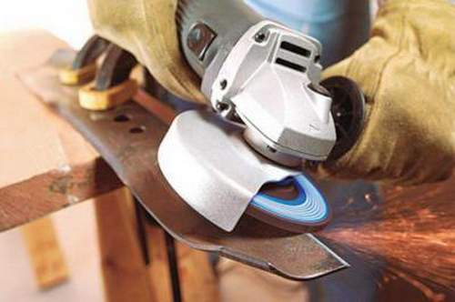 How to Make a Smooth Start on an Angle Grinder