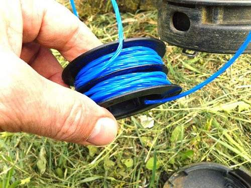 How to Mount a Fishing Line on a Champion Trimmer Coil