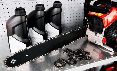 How to Put a Chain On a Chainsaw Correctly