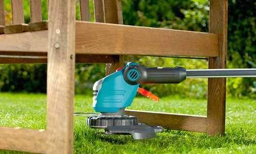 How to Put a Fishing Line On an Electric Bosch Trimmer
