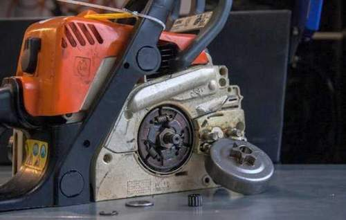 How to Remove a Chain Drive on a Chainsaw
