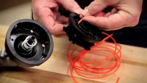 How to Remove a Drum With Fishing Line From a Trimmer