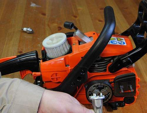 How to Remove a Flywheel from a Stihl Chainsaw