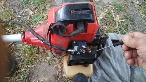 How to Set Fuel Delivery on Champion Trimmer