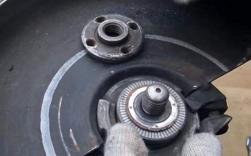 How to Unscrew a Nut on an Angle Grinder