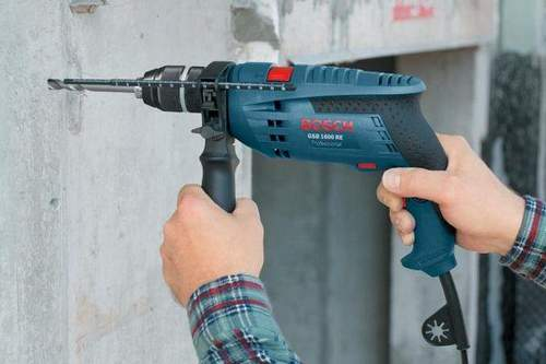 What is the difference between a hammer drill and a hammerless drill?