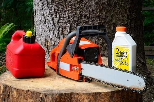 What is the Proportion of Oil and Gasoline For a Chainsaw