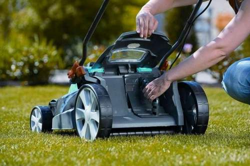 What Oil Is Pouring Into A Lawn Mower?
