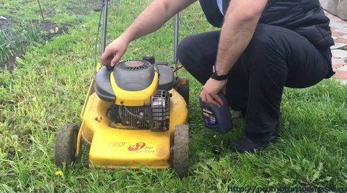 How Much Oil Should You Fill In A Lawn Mower