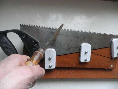 How To Sharpen A Hacksaw On Wood