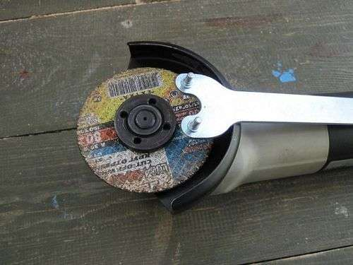 How To Change A Disc On A Grinder With A Key
