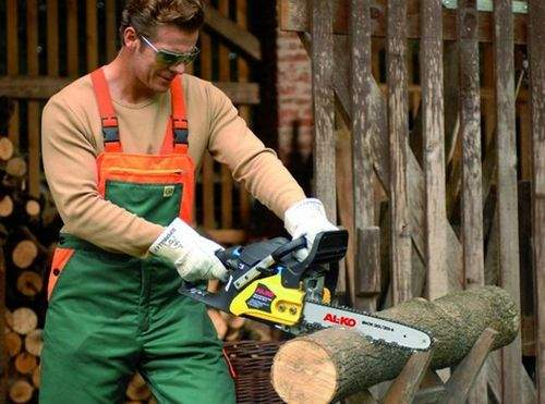 Why The Chainsaw Saws Crooked