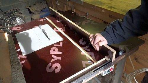 Installing The Circular Saw On The Table