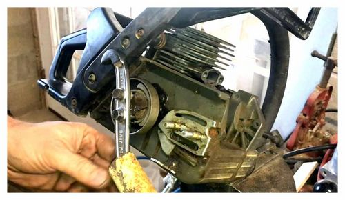 How To Unscrew The Clutch On A Chainsaw